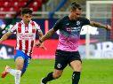 Milton Caraglio en el duelo ante Chivas